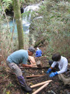 暮雨の滝への降り口の登山道の修繕